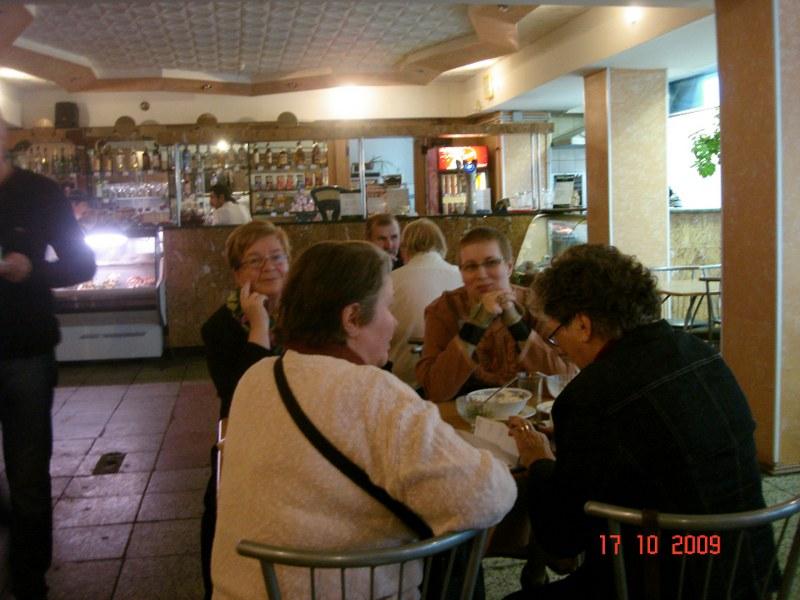 Ravintolassa syömässä